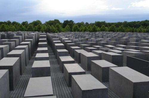 Memorial_to_the_murdered_Jews_of_Europe-750x495.jpg